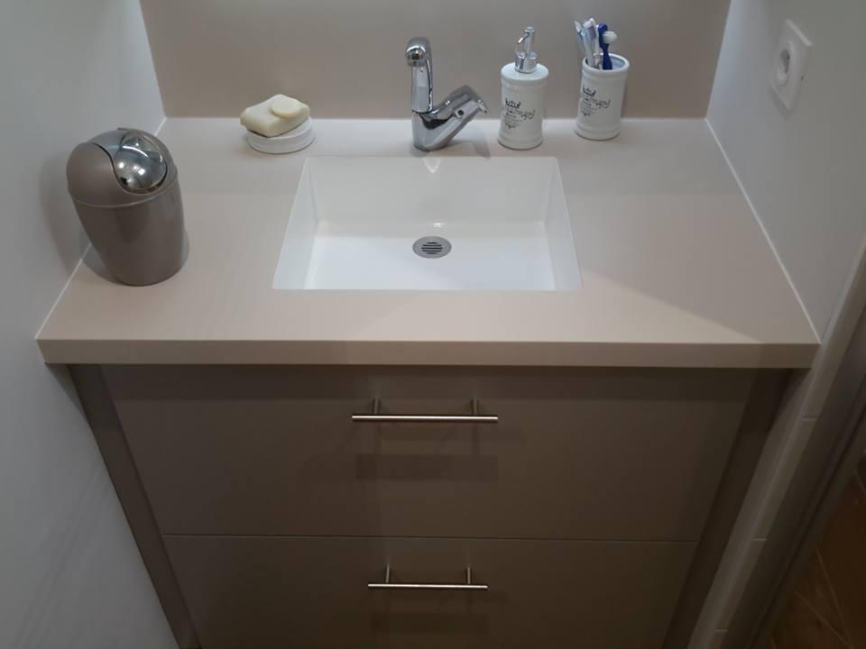 Coralie création Vasque V concept salle de bain beige