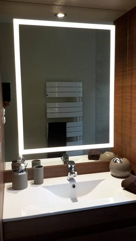 SDB imitation noyer miroir