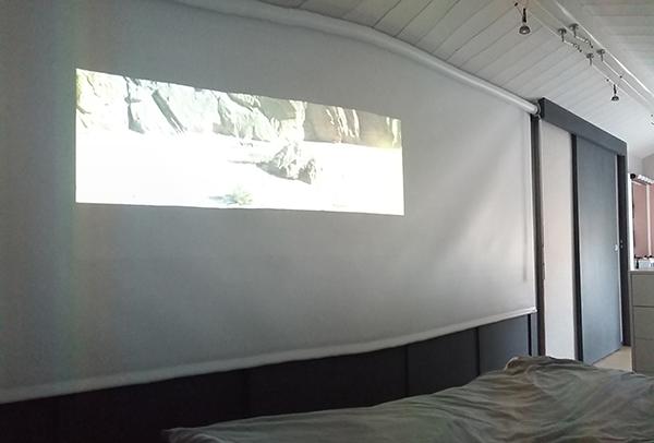 Chambre store écran cinéma